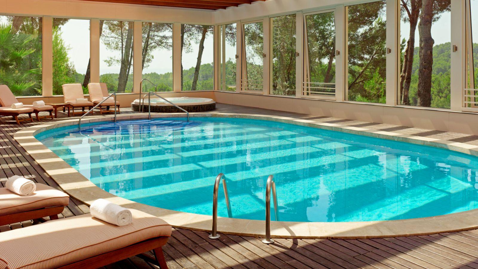 Castillo hotel son vida health club for Palma de mallorca hotels with swimming pool